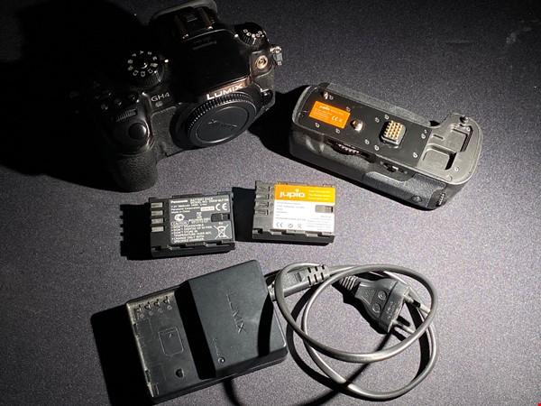 Panasonic Lumix GH4 kamerahus + extra batteri + laddare + Jupio batterigrepp