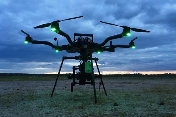 Ready-to-fly drönare med Blackmagic Pocket 4K kamera