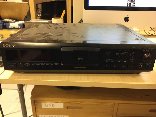 Sony DAT Deck DTC-ZE700 with remote