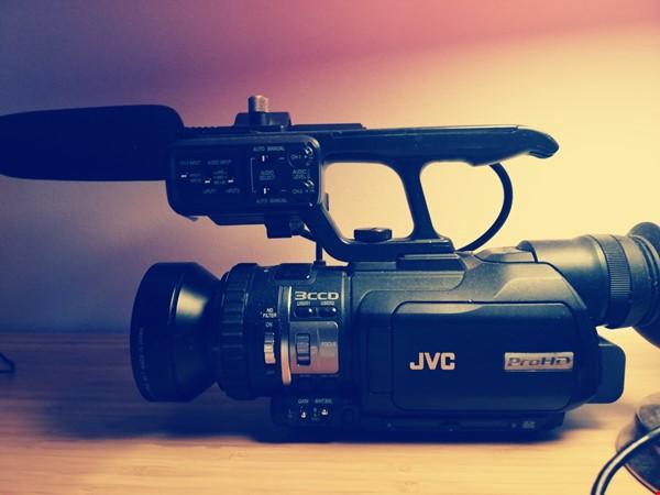 Videokamera JVC-GY HM100