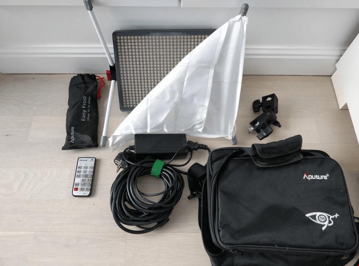 Aputure Amaran HR672S LED lampa + Easybox softbox