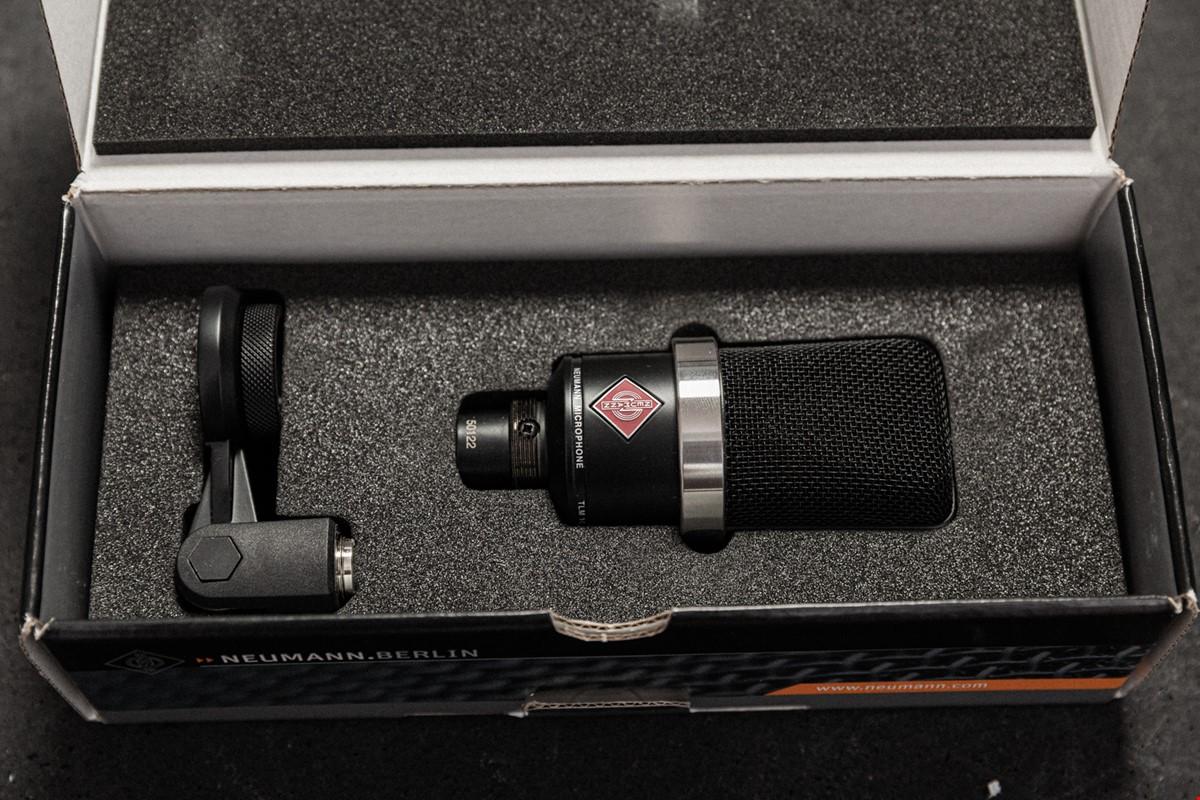 Neumann TLM 102 + Rycote Invision Studio Kit